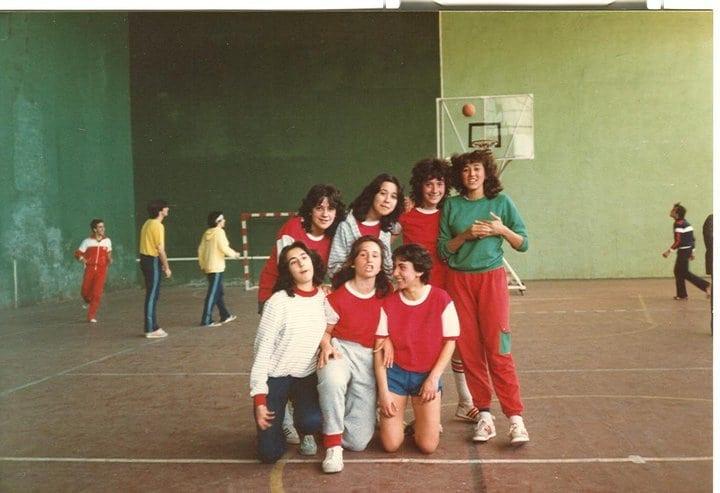 Alumnos en polideportivo
