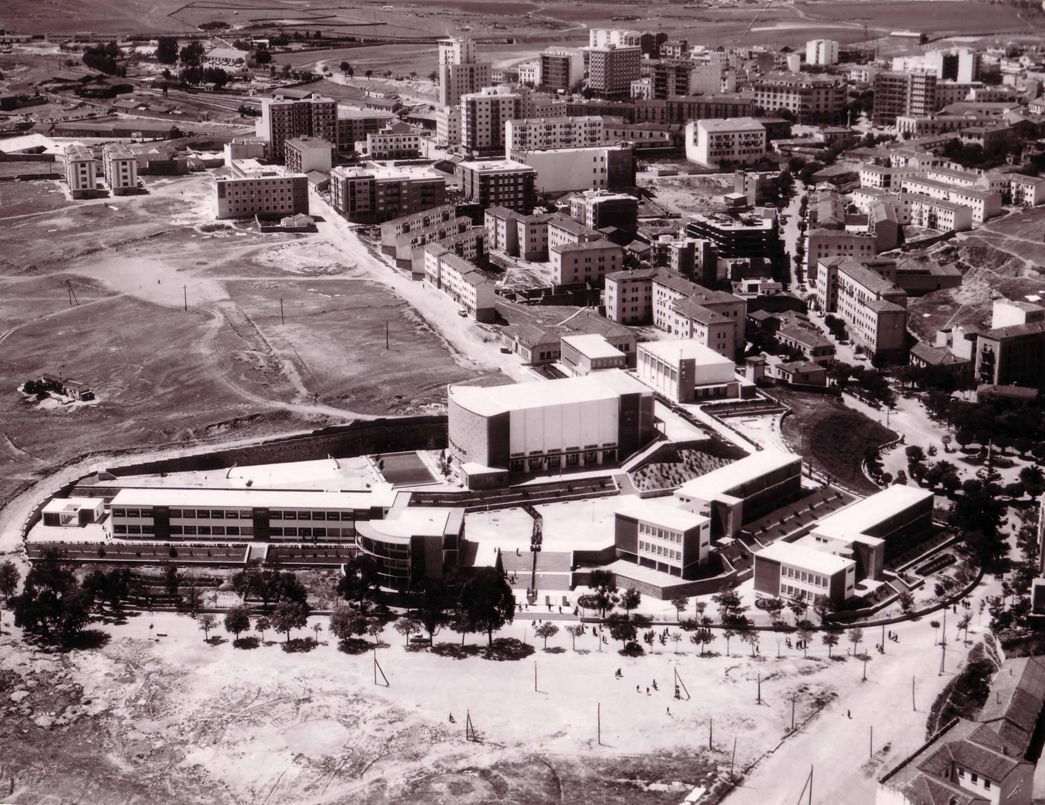 Nuevo Instituto El Brocense y Colón. Puede ser finales de los 60