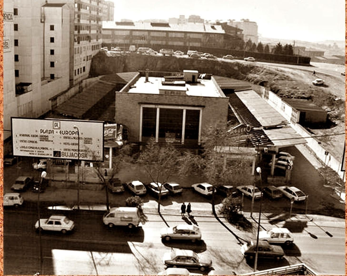 1986 - Obras de demolición. En 1987 la estación se traslada a nueva ubicación