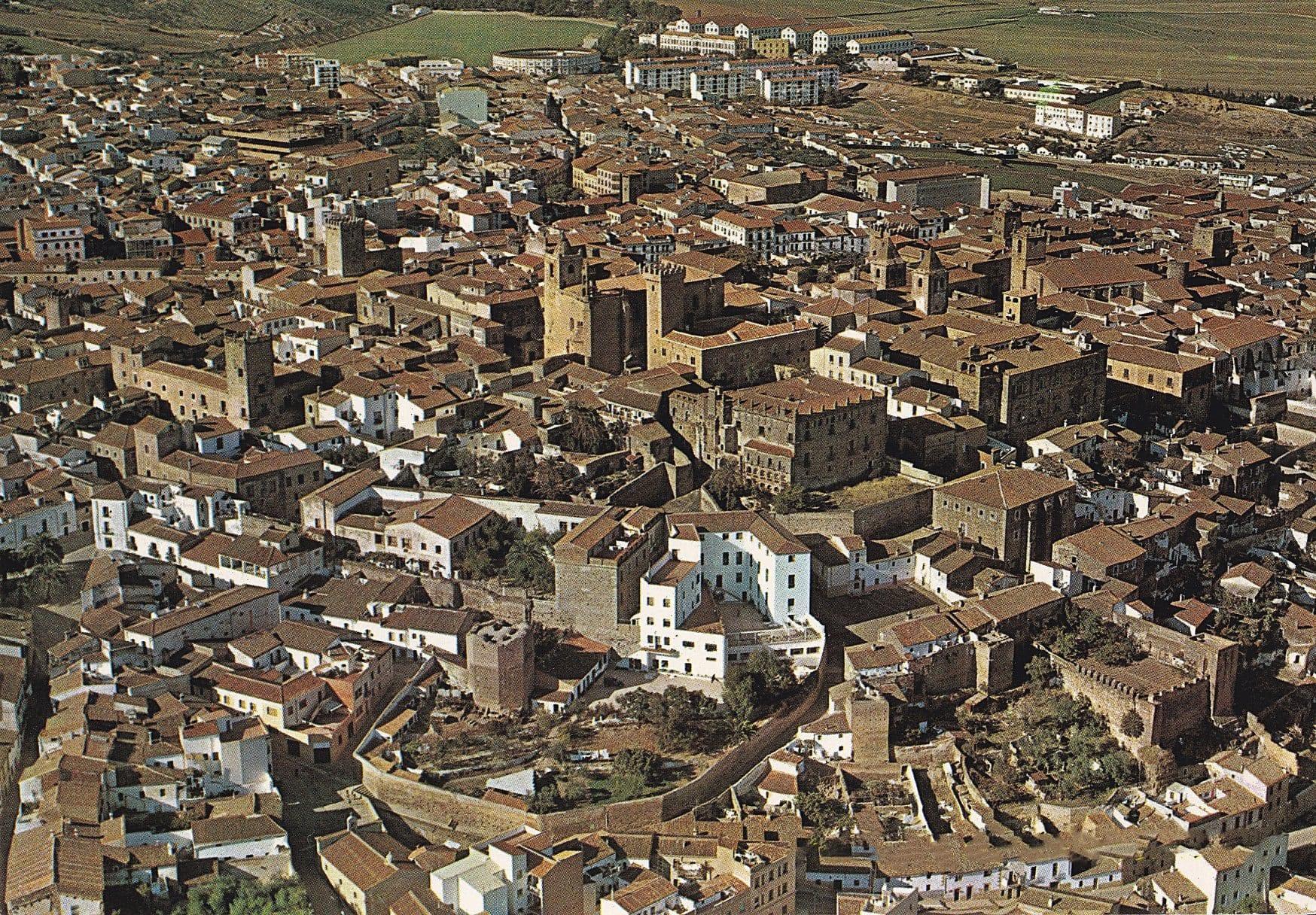 Vista aérea de Cáceres (años 70)