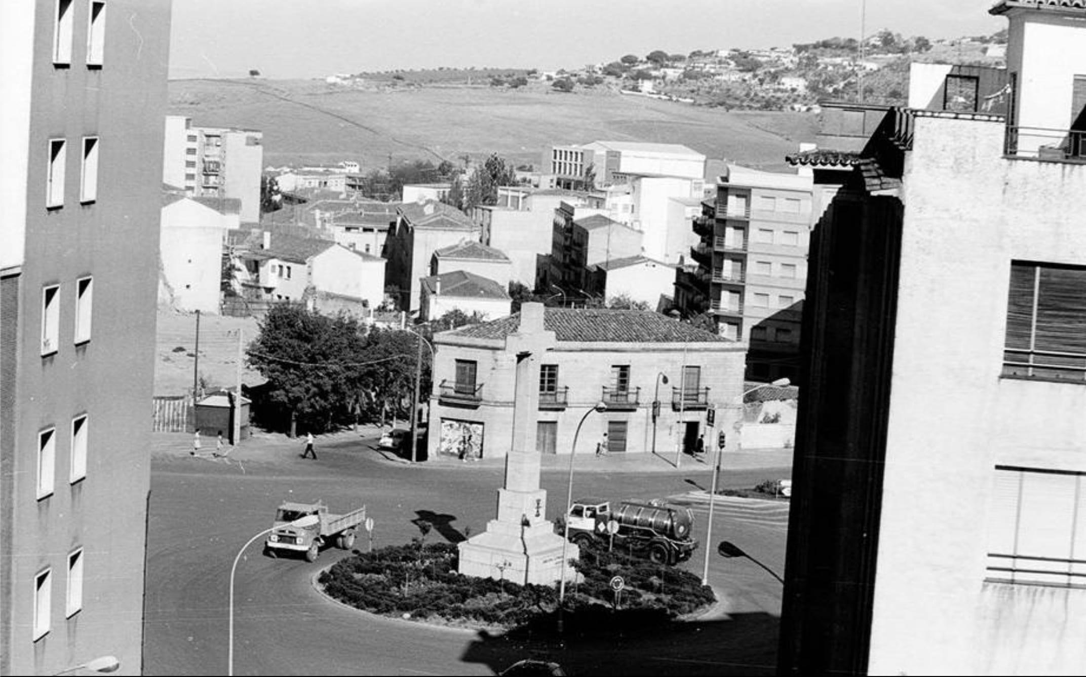 Años 60, una vista de la Cruz de los Caídos de Cáceres