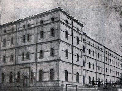 Claustro Colegio San Antonio de Padua Cáceres